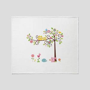 Owl family tree Throw Blanket