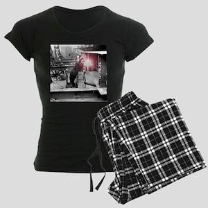 Vintage Female Worker with O Women's Dark Pajamas