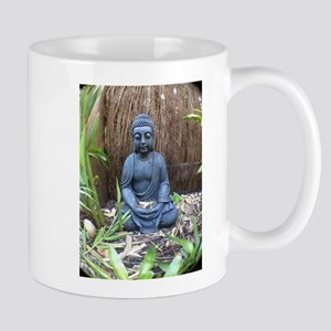 buda in garden Mugs