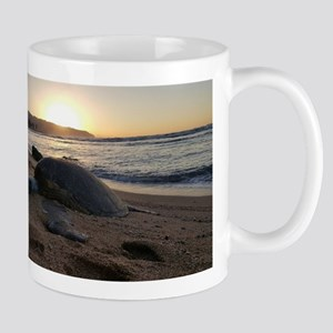 Hawaiian sea turtle sunset Mugs
