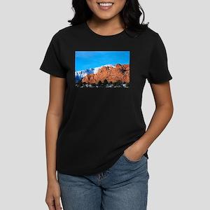 Kissing Camels Love Women's Dark T-Shirt