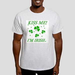 KISS ME - I'M IRISH Light T-Shirt