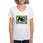 Irises / Pomeranian(bb) Women's V-Neck T-Shirt