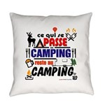 au camping reste au camping Everyday Pillow