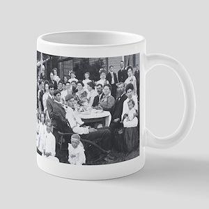 1904 picnic Mug