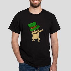 Dabbing St Patrick's Day Pug Dog Leprechau T-Shirt