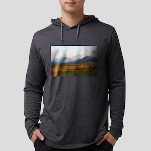 Morning mist, Wilpena Pound Long Sleeve T-Shirt