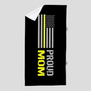 U.S. Flag Yellow Line: Proud Mom (Blac Beach Towel