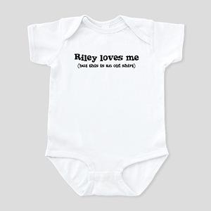 Riley loves me Infant Bodysuit