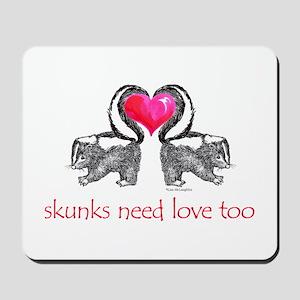 skunks need love too Mousepad