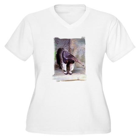 Giant Anteater Front Women's Plus Size V-Neck T-Sh