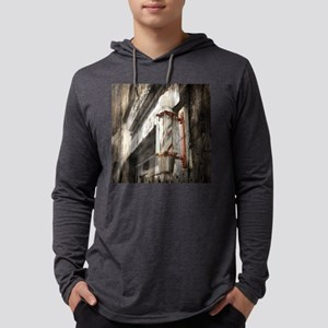 vintage barber shop pole Long Sleeve T-Shirt