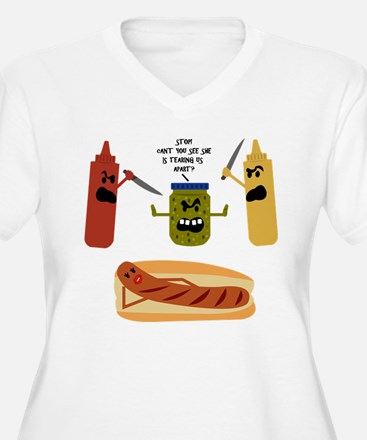 Food fight - Women's Plus Size V-Neck Tee