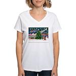 XmasMagic/Weimaraner 4 Women's V-Neck T-Shirt