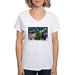 Xmas Magic & Choc Lab Women's V-Neck T-Shirt
