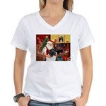 Santa's Newfie (L) Women's V-Neck T-Shirt