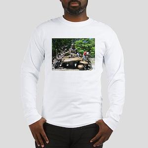 ALICE IN WONDERLAND STATUE Long Sleeve T-Shirt