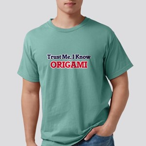 Trust Me, I know Origami T-Shirt