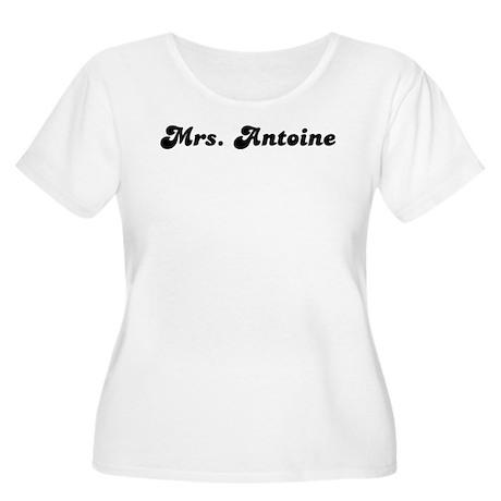 Mrs. Antoine Women's Plus Size Scoop Neck T-Shirt