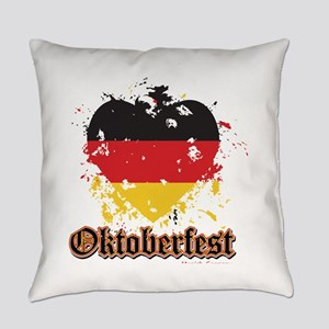 Oktoberfest Flag Heart Everyday Pillow
