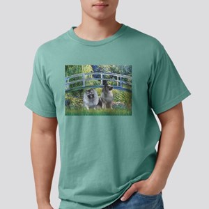 Bridge / 2 Keeshonds T-Shirt