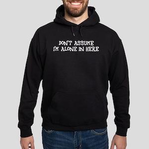 Don't assume I'm alone Hoodie (dark)