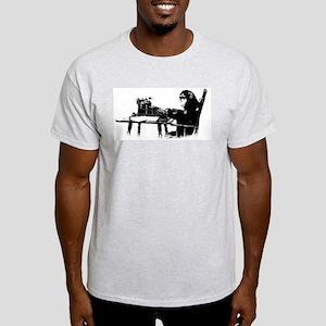Typing chimpanze Light T-Shirt