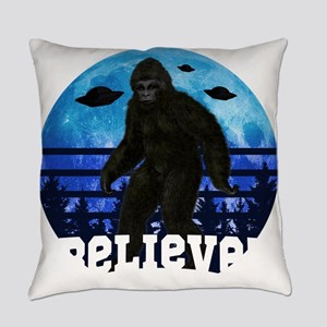 Bigfoot UFO Believe! Funny Moon Cr Everyday Pillow
