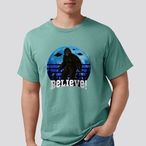 Bigfoot UFO Believe! Funny Moon Crazy Alie T-Shirt