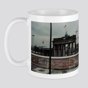 bb_gate_1 Mugs
