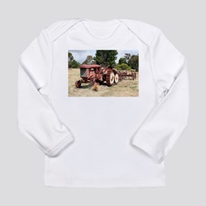 Old rusty tractor in the count Long Sleeve T-Shirt