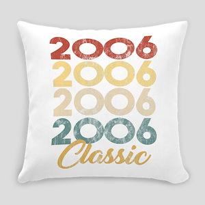 Vintage Retro Born In 2006 13th Bi Everyday Pillow