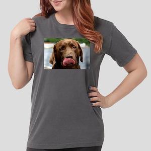 chocolate lab licking T-Shirt