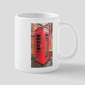 red phone call box london Mugs