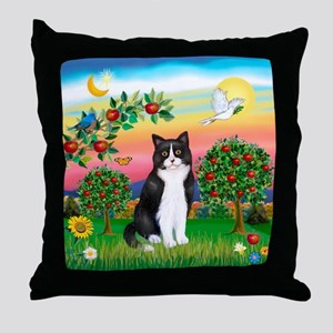 Bright Country / (B&W) Cat Throw Pillow