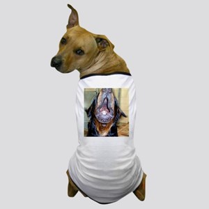 Howling rottie Dog T-Shirt