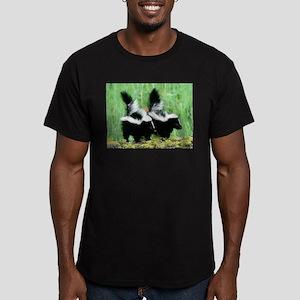 Two Skunks Men's Fitted T-Shirt (dark)