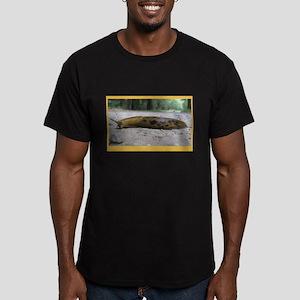 Banana Slug in Forest Men's Fitted T-Shirt (dark)