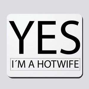 yes im a hotwife Mousepad