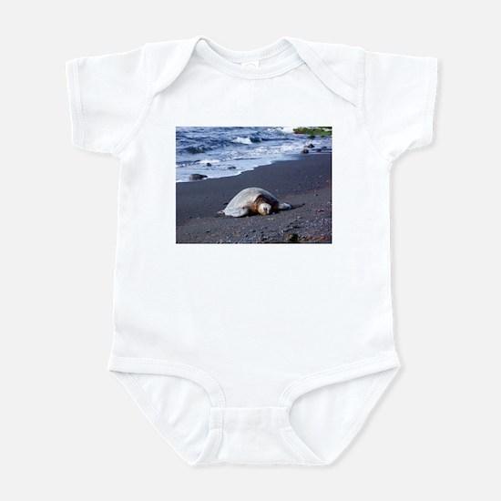 Hawaiian Turtle on Black Sand - Infant Bodysuit