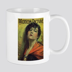 Gloria Swanson May 1922 Mug