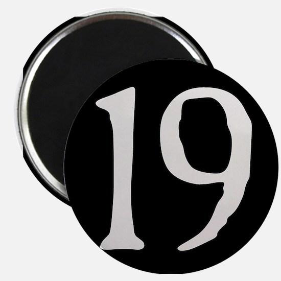 """""""19"""" v.2 (w/b) Magnet"""