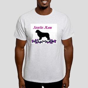 Newfie Mom Light T-Shirt
