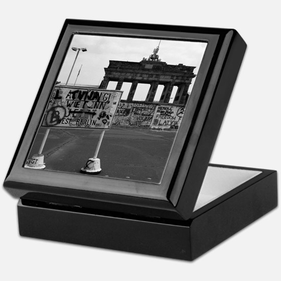 Cute Berlin wall Keepsake Box