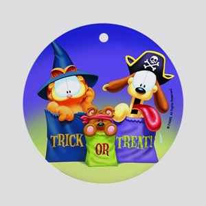 Garfield Trick or Treat Ornament (Round)