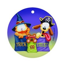 Garfield Trick or Treat Ornament (Round)