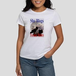SHE BLOGS Women's T-Shirt