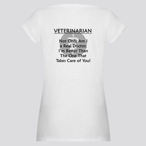 Veterinarian A Real Doctor Maternity T-Shirt