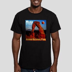 Moab, UT Men's Fitted T-Shirt (dark)