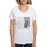 No Moleste (No Text) Women's V-Neck T-Shirt